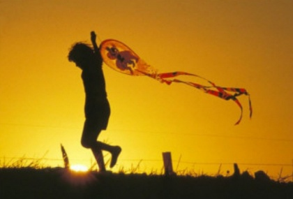 870436child-flying-a-kite-at-sunset-3
