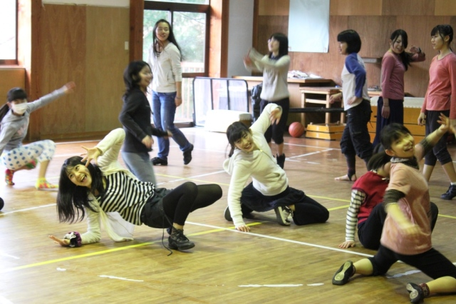 Dancing at Kinokuni Children's Village  © 3Di Associates Photography