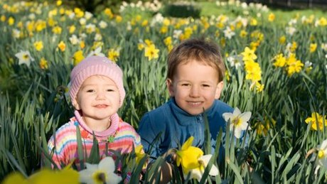children-spring-flowers